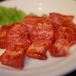 焼肉赤門 - 美しい上カルビ890円