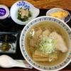 手打ちそば 趣味の店 - 料理写真:手打ちラーメン、これで700円、麺は多め