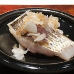 菊鮨 - ◆カマス昆布〆・・皮目は軽く炙り、鬼おろしで。これも美味しい。