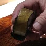 菊鮨 - ◆鯖の押し寿司・・目の前で作られ少し時間をおいて出されます。 鯖好き主人は「とても美味しい」と。私の分が残りましたので、追加で頂いていました。
