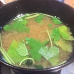 旬菜‐小豆 - 美味い味噌汁に三つ葉