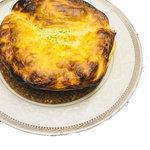 柔らか牛スジのデミグラスポットパイ