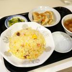 ラッキー飯店 - 玉子チャーハン ¥700 餃子3個 ¥350