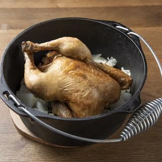看板料理は『ダッチオーブンチキン』