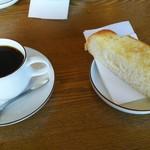 ピース ピース ピース - 料理写真:コーヒーとバタートースト