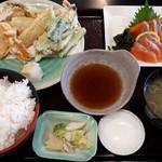 まるわ食堂 - サーモンの刺身と地魚の天ぷら定食1100円