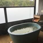 軽井沢倶楽部 ホテル軽井沢1130 - 部屋の露天風呂
