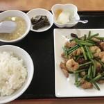 中国料理 露華 - 料理写真:・「Bセット 鶏肉とニンニクの芽のピリ辛炒め(\750)」