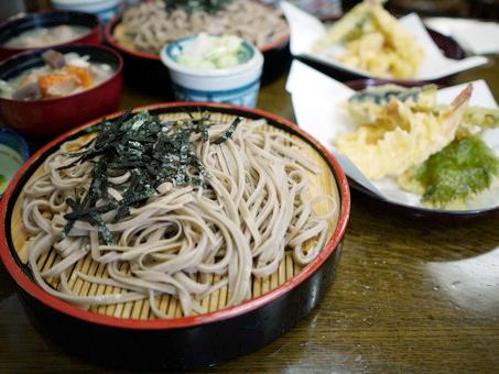 かぎもとや 中軽井沢本店 - 【もみじセット】¥1,700(ざるそば、天ぷら、けんちん汁)
