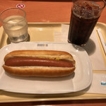 ドトールコーヒーショップ - ジャーマンドッグとアイスコーヒー 390円