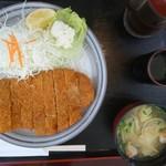 ウッドペッカー - とんかつ定食  1080円(税込) ご飯は白米か混ぜご飯をセルフで。