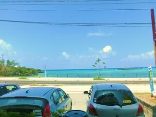 なかむらそば - お席からは58号線を挟み、青い海を臨むことが出来ます。
