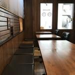 94730590 - ブラウンで統一されたテーブル席側(2018.10.17)