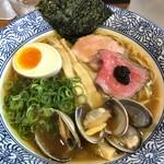 麺屋 169 - 料理写真:芳醇醤油そば 900円