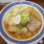 三太 - 料理写真:早得中華そば390円+トッピングのワンタン100円
