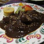 カミノ レアル - 鶏モレポブラーノ:香辛料、ナッツ入りのカカオソース