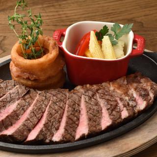 【Let'sEnjoyシェア!】ガッツリ系の肉料理が充実
