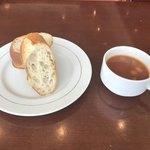 ブラッスリー ラ クラス - トマトスープとバゲット