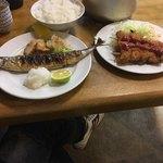 三楽食堂 - 料理写真:秋刀魚定食830円と串カツ340円です。