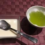 一富士 - 杏仁豆腐、緑茶
