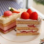 94741039 - 苺のショートケーキとフレーズ・オ・レ
