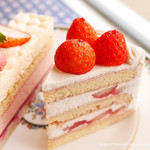 94741040 - 苺のショートケーキとフレーズ・オ・レ