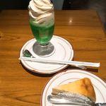 砂塚珈琲店 - クリームソーダとベイクドチーズケーキ