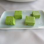 ふれんち茶懐石 京都福寿園茶寮 - 抹茶を練り込んだバター 左側:普通 & 右側:レモン風味