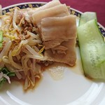 中国料理バイキング 孫悟空 - もやしと豚挽肉のサラダ、蒸し豚