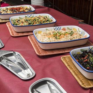 ランチはビュッフェ形式ではなく、お食事形式でご提供いたします