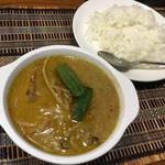 ゴールデン バガン - 鶏肉のグリーンカレー