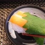 玄海鮨 - サーモン  大葉巻