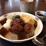 甘党茶屋 梅園 - 栗の渋皮煮とわらび餅入り 特製あんみつ 黒みつ付き