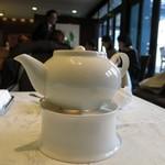 筑紫樓 - お茶です(◎-◎;)