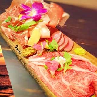 厳選した肉を贅沢に使用した肉料理はお酒との相性抜群!
