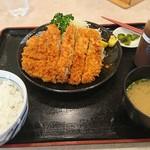 あかずきん - 大判とんかつ定食1,250円(税込)