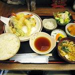 お刺身居酒屋 伊勢屋 - えび、イカ、野菜天ぷら定食