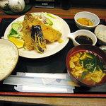 お刺身居酒屋 伊勢屋 - 地アジフライ定食