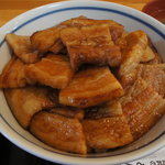 ぶた丼のとん田 - 綺麗な盛りつけ