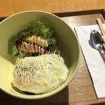 ひざしの杜 - 料理写真:ロコモコ丼700円、味噌汁がほしい