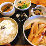 MOMO - 料理写真:2018.10.17の日替わりランチ(おでん)