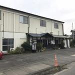 元祖武蔵野うどん めんこや - 第二駐車場の居酒屋とんぼ