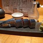 魚真 - サンマの押し寿司 (ハーフ)