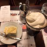 ローヤル珈琲店 - アイスウィンナー、鎌倉チーズケーキ