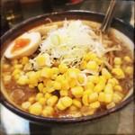 青木家 - 料理写真:札幌味噌ラーメン。味玉コーン。980円。