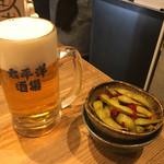 太平洋酒場 - ビールとペペロンだだちゃ豆? ビールがすすむ味。豆は少しねっとり系。