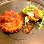 94769585 - 『静岡産富士鶏とフォアグラのパイ包み焼き、ボルチーニ茸のソース』