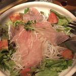 全席完全個室 地鶏と鮮魚 一石二鳥 - 彩り大根サラダ