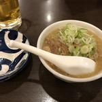 まる福 - 料理写真:×もつ煮込み370円