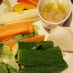 フラミンゴス - ディナータイム。バーニャカウダ。色とりどりの野菜が華やかです。